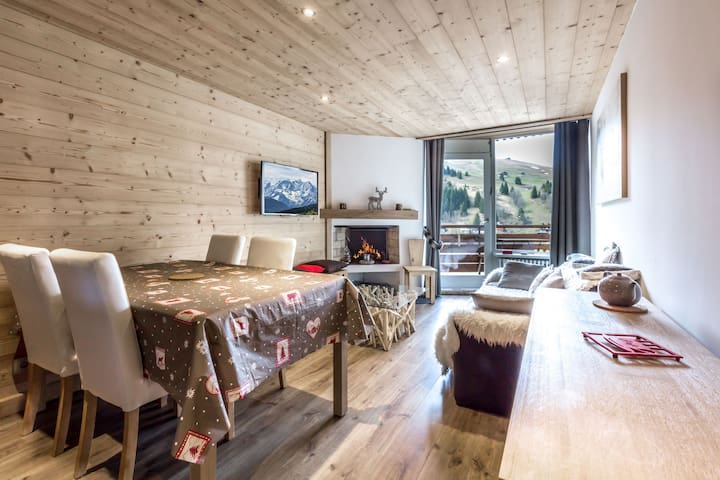 Cozy, ski in-ski out, access to the Aiguille/Etale areas, fireplace