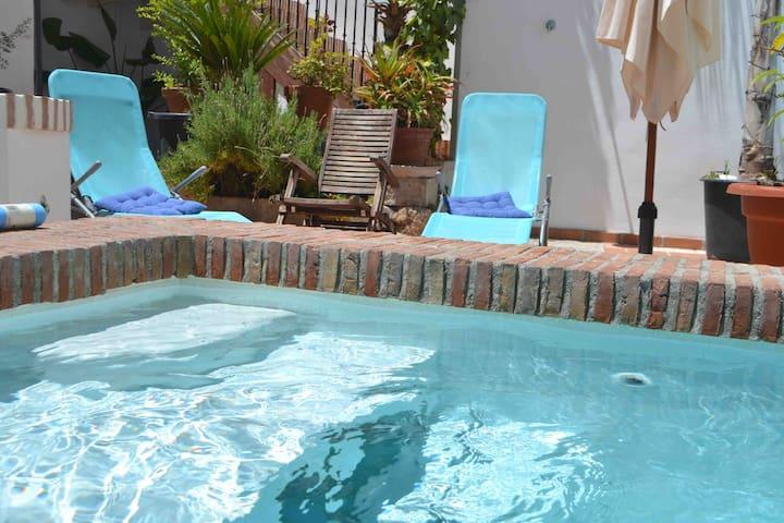 Albaicin alto centro histórico. Patio con piscina!