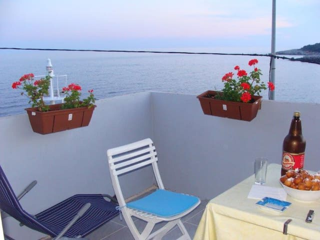 Studio apartment by the sea - Molunat - Apartamento