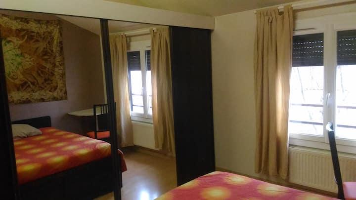 chambre dans maison avec terrasse extérieure
