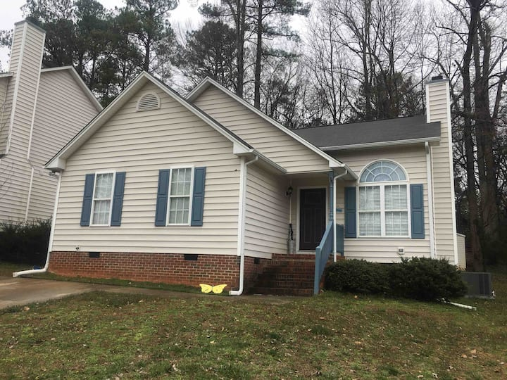 Cozy 2 Bedroom Home Close to Downtown Wake Forest