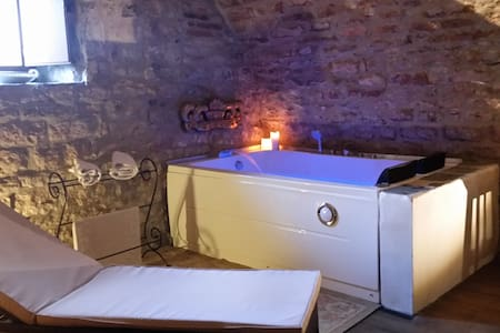 Castello Valenzino in Royal Suite con Jacuzzi - Umbertide