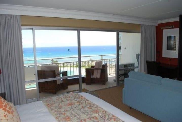 17th Floor Condo W/Enchanting Ocean & Lagoon Views