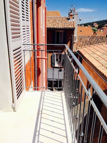 Appartement type loft à 50 mètres du port
