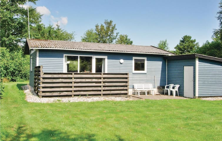 Holiday cottage with 2 bedrooms on 41m² in Farsø
