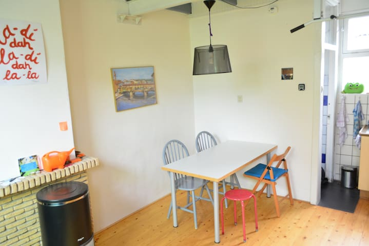 Walking distance from Delft station and citycenter - Delft - Casa