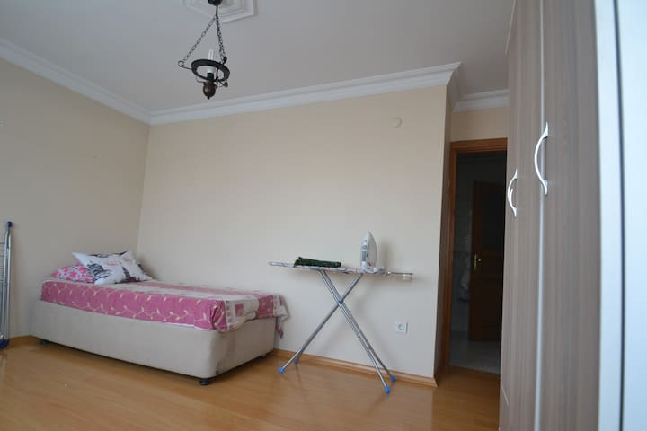 ROOM FORRENT NEAR THE FROM İN FATİH - Estambul - Adosado