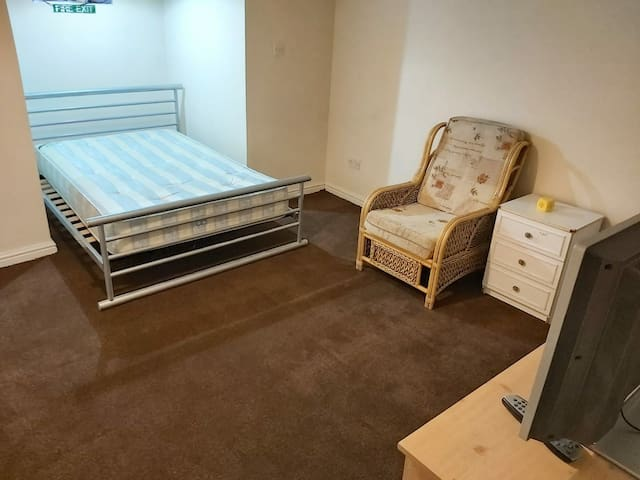 Very Clean Room near Town Centre.