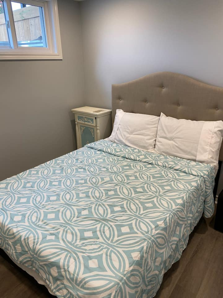 Modern Basement Bedroom in Nepean w/ wifi