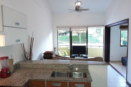 WONDERFUL CONDO IN CENTRAL COMPLEX - Santa Ana - Lakás