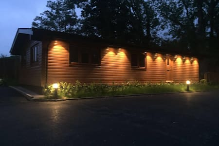 Shellow Lane Lodge, 6 Berth, Family & Pet Friendly - Cheshire East