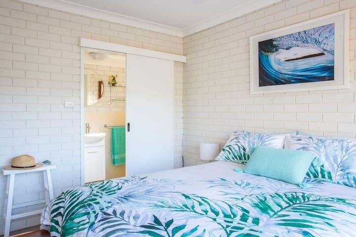 Queen Bedroom & Ensuite.