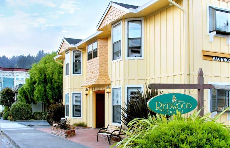 12 - Price Creek Room - Redwood Suites