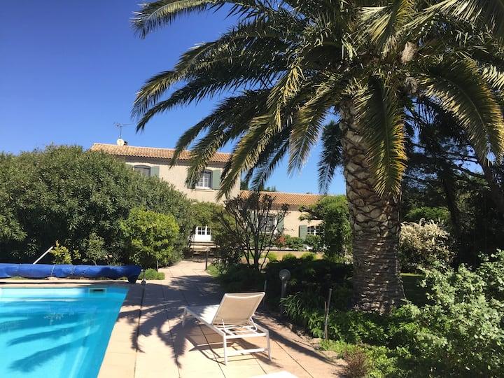 Entre Arles et Alpilles, Mas Mandon provençal