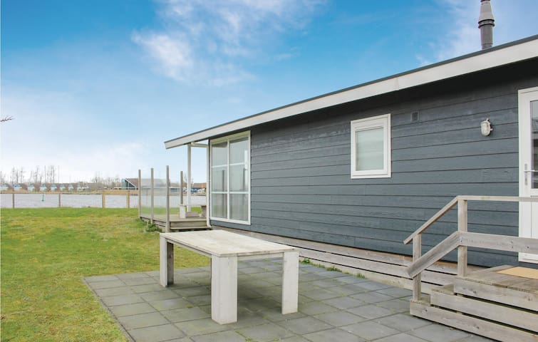 Holiday cottage with 1 bedroom on 50m² in Lauwersoog