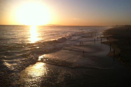 Surf City Oasis - Block from Beach, Main St, Pier! - Huntington Beach