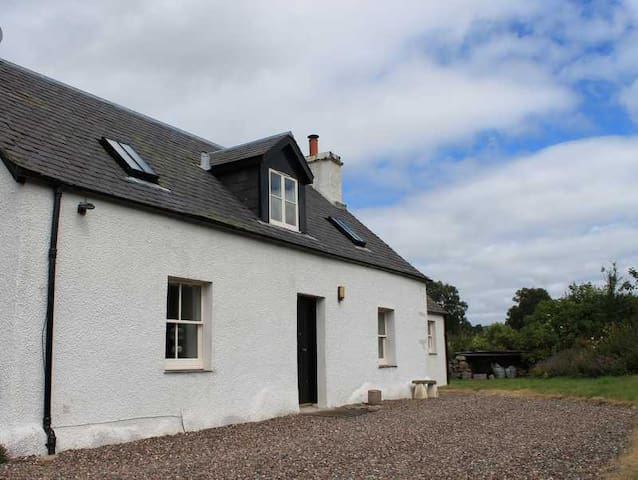 Charming Crofters Cottage, Perthshire, Scotland