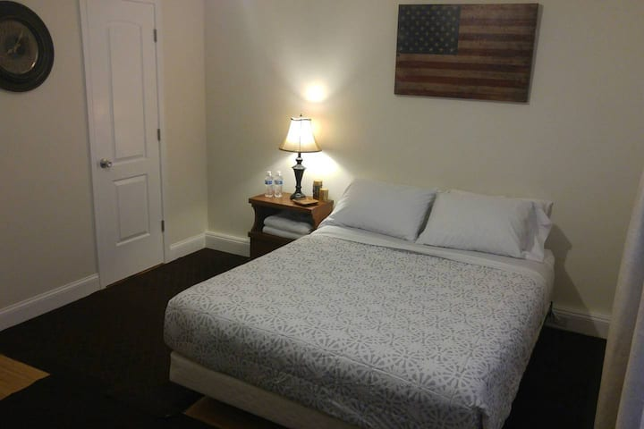 Large Private Room near Union Station/Nat. Mall