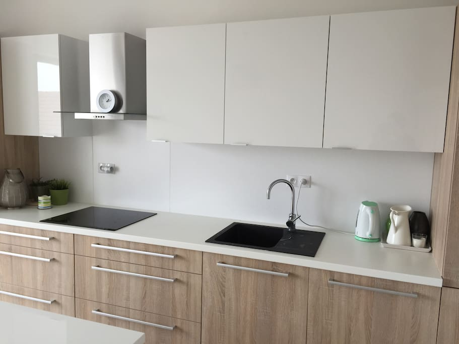 Beautiful and modern kitchen, with dishwasher and  tumbler