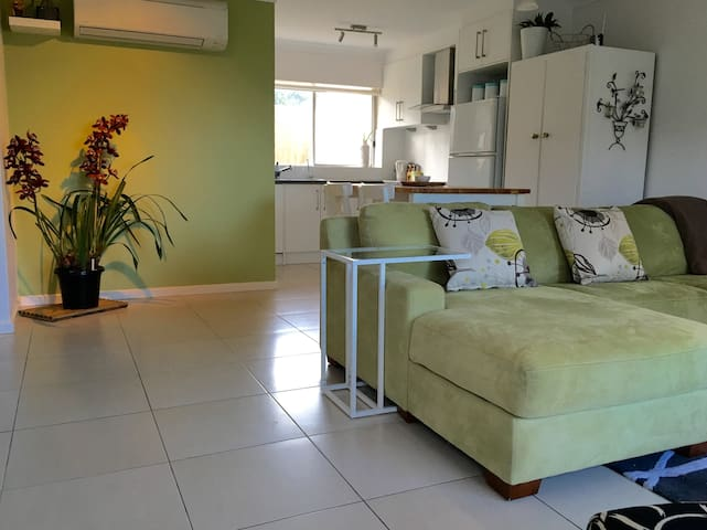 The Beach Shack - Seaside Getaway - Kingston Park - Apartamento