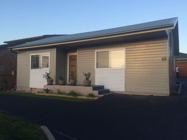 3 Bedroom House - Shellharbour City Starting $100