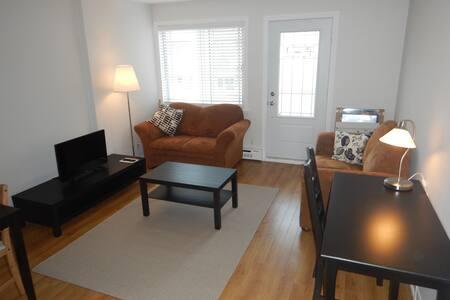 Appartement une chambre, et un salon avec balcon - Lakás