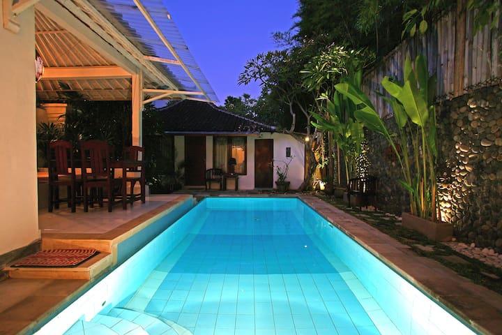 Bali style room in villa close to Seminyak beach - Kuta - Villa