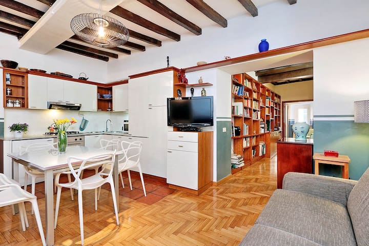 Three bedrooms holiday apartment near Piazza Navona and Campo de Fiori - Living room and kitchenette