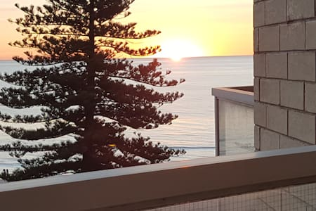 Spacious Quiet Beachside Apartment with THE view! - Glenelg