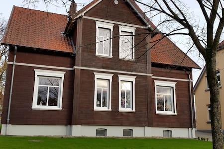 Ferienwohnung mit bester Lage am Stadtpark - Soltau - Apartment