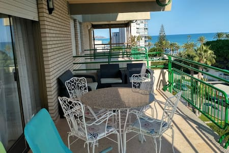 Apartamento con vistas al mar y buena ubicación!!!