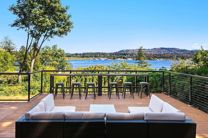 Hidden paradise with astonishing Lake view on Mercer Island! 1 minute to I-90