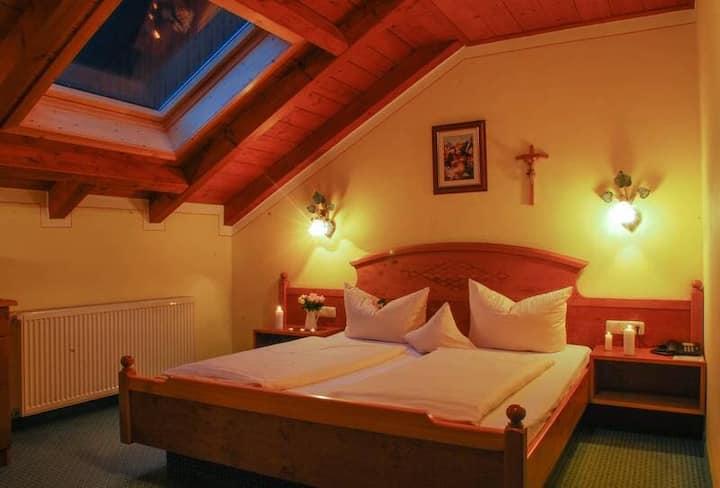 Natur- Wohlfühlhotel Brunner Hof OHG (Arnschwang), Familienzimmer Maiglöckchen (35qm) mit Südbalkon für 2 Erwachsene und ein Kind