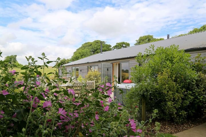 South Downs Cottages 2+3 Sleeps 14, Exclusive high quality accessible holiday cottage complex set high in the tranquil South Downs National Park.
