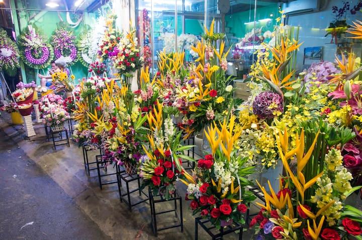 Flower market of Ho Thi Ky street