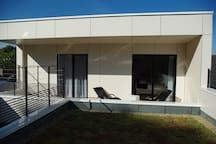 la chambre  et sa terrasse privée sans vis à vis