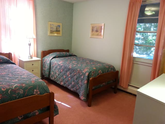 Bedroom 2 - with 2 Single Beds
