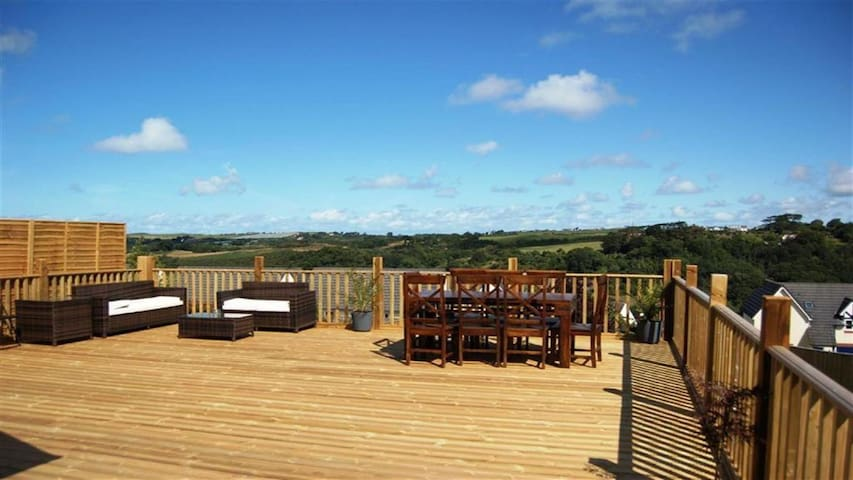 Bideford Holiday Rental Slade with large hot tub - Bideford - House