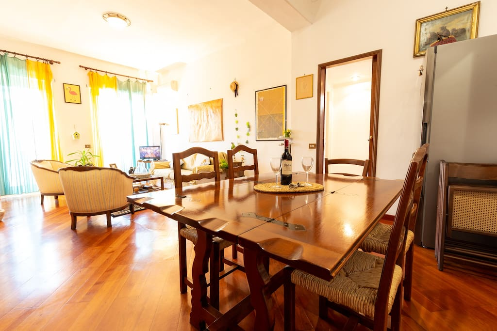 Large rooms elegantly decorated