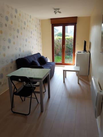 Studio meublé 22m2 centre ville avec jardinet 6m2 - Évreux - Lejlighed