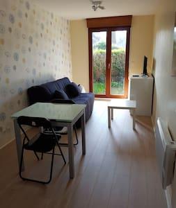 Studio meublé 22m2 centre ville avec jardinet 6m2 - Évreux - Byt