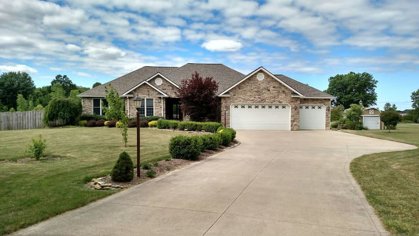 2,000 sq foot spacious must see - North Ridgeville - House