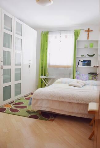 Kleines gemütliches Zimmer für deinen Kurzurlaub