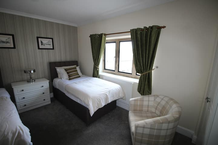 Twin Room in a Traditional Cotswold Inn