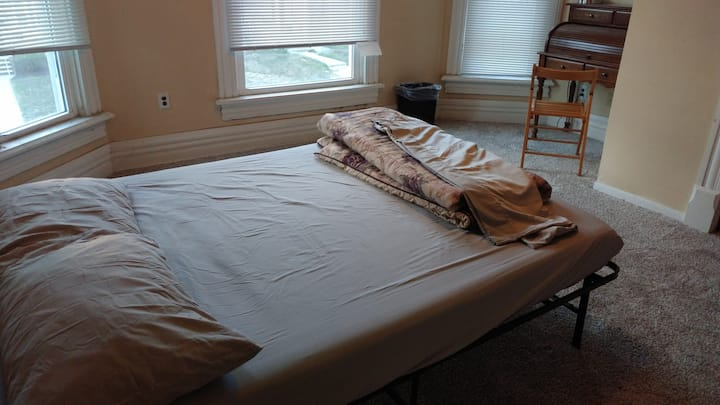 Private queen bedroom 1 - N.Campus