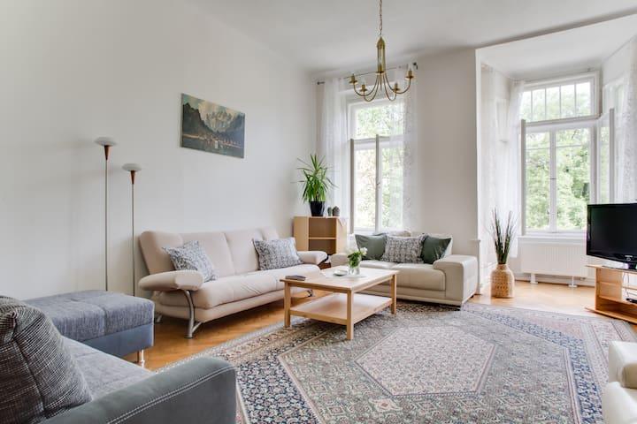 LOCAL FEEL Vinohrady Family Apartment