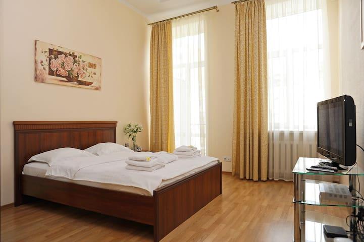 Солнечная квартира в центре - Kiev