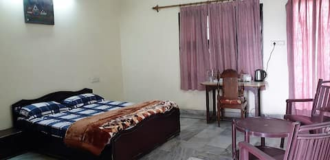 Terrace room with ensuite & kitchen in Faridabad
