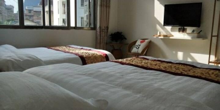 景峰~民宿,两张1米2的单人床,可入住两人,房间明亮通风,欢迎入住