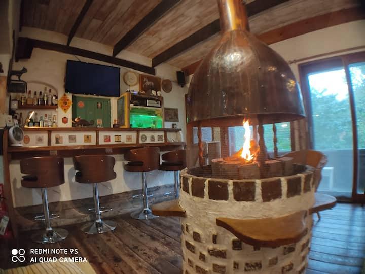 一碧湖畔の森の宿  冬はやっぱり暖炉!屋根付きテラスにてBBQ できます!